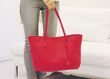 http://shop.hamanobag.com/images/Item/360_mio-tote/4.jpg