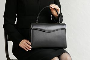 【フォーマルウエアの基礎知識】シーン別のおすすめバッグをご紹介